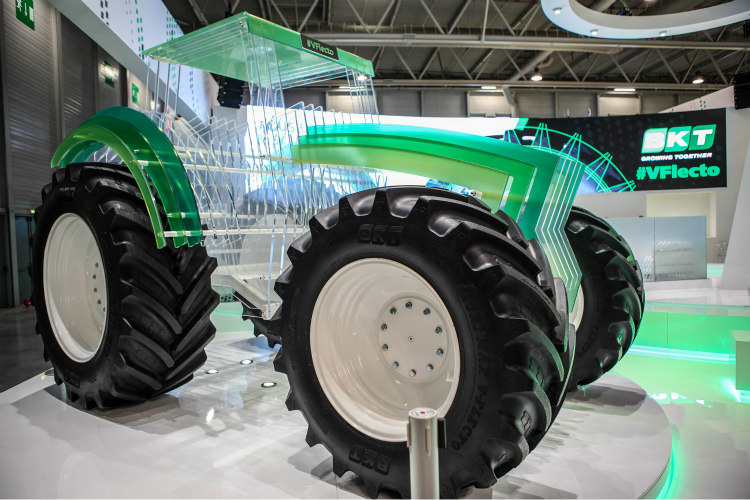 BKT presenta lo que será el tractor del futuro