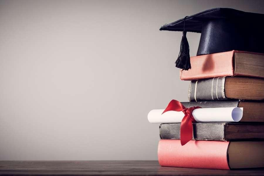 ¿Cuál es el precio del curso para corredor de seguros y su duración?